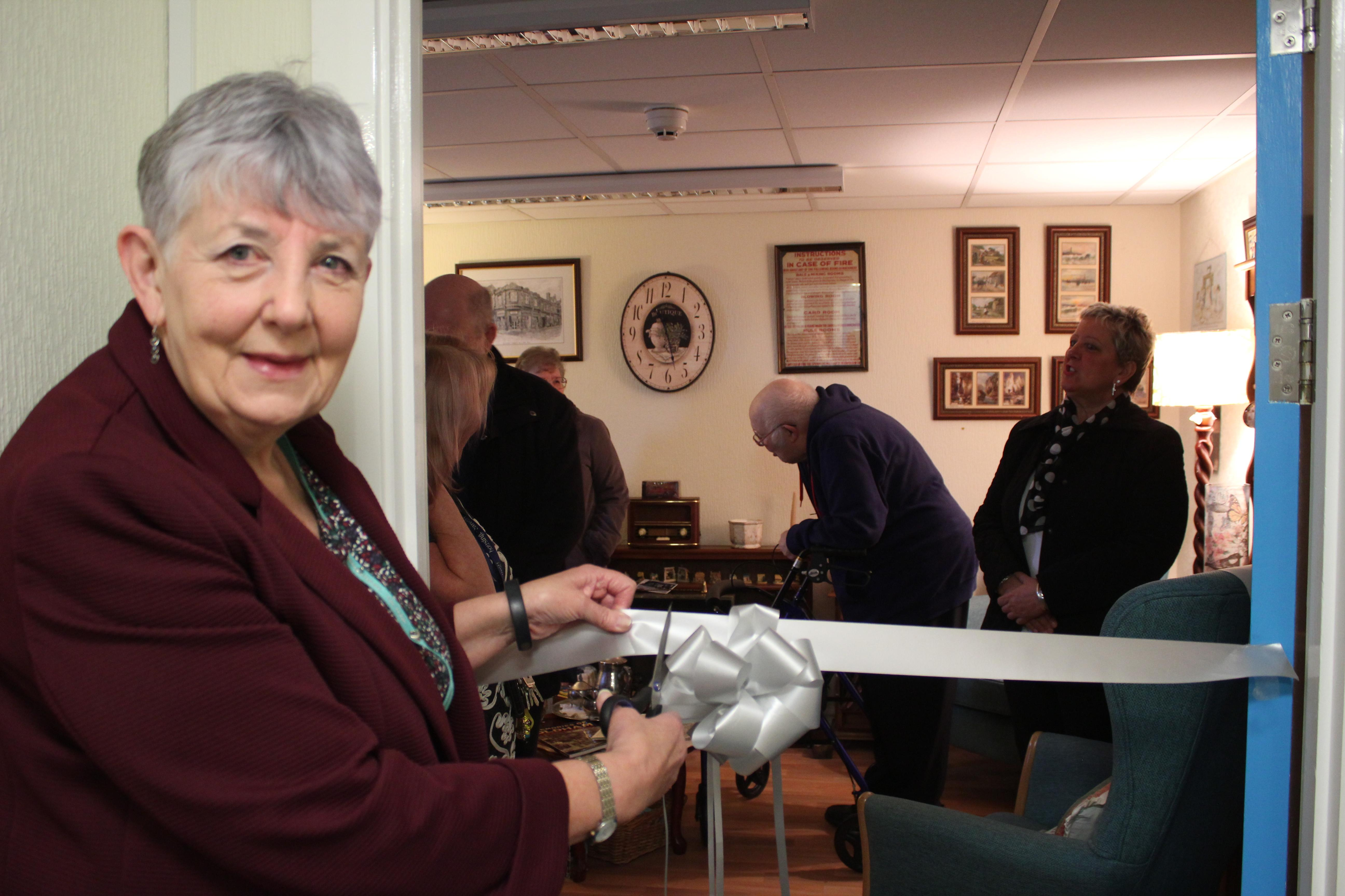 People living with dementia in Oldham can now return to yesteryear in a nostalgic 1950s-inspired room which helps trigger old and new memories.